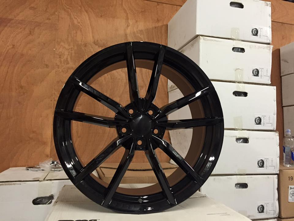 "19"" VW Golf R Pretoria Style Wheels - Gloss Black - VW / Audi - 5x112"
